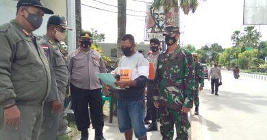 Disiplinkan Masyarakat Tentang Protokol Kesehatan Petugas Gabungan TNI -Polri Dan Sat Pol PP gelar Operasi Yustisi