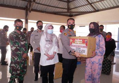 Gelar Bakti Sosial, Polres Bontang Bagikan 675 Paket Sembako