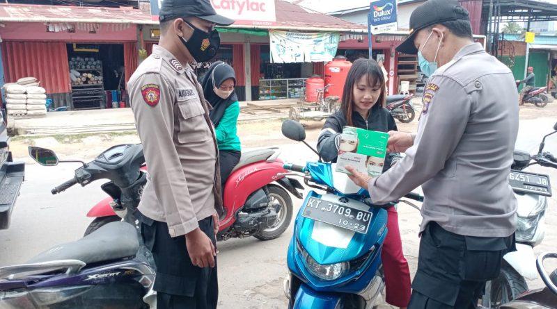 Cegah Penyebaran Covid-19,Melalui Patroli Polsek Marang Kayu  Bagikan Masker
