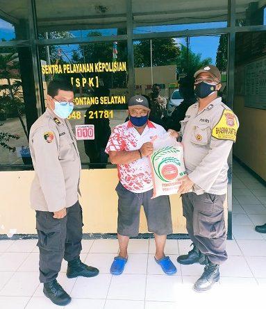 Peduli Pandemi Covid-19, Polsek Bontang Selatan Gelar Bansos Kepada APTWL